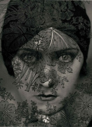gloria swanson 1924 c edward steichen courtesy conde nast publications-archive_TopCarousselPortrait