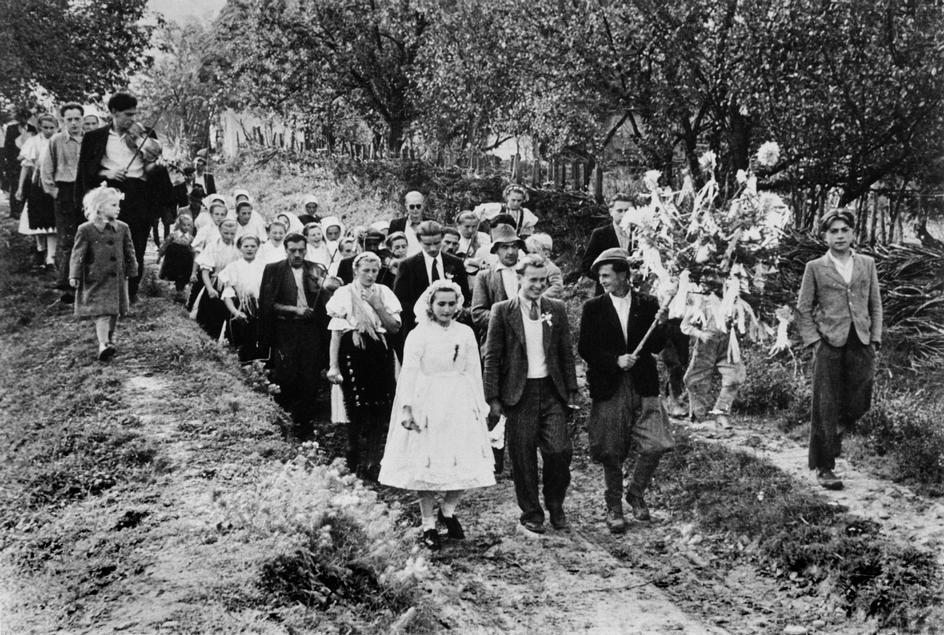 A wedding in Furolac - Robert Capa